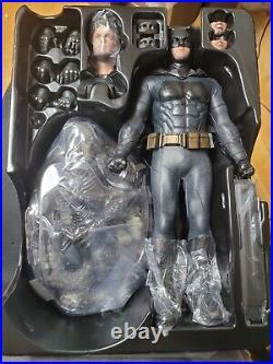 Hot Toys MMS456 Deluxe Version Justice League 1/6 Scale Batman Action Figure
