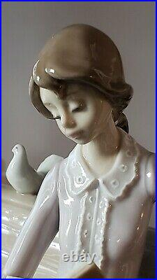 Lladro 5425 Studying in the Park, MINT condition