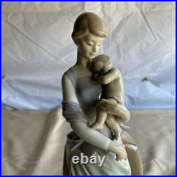 Lladro 6179 Peaceful Moment Porcelain Figure with Original Box
