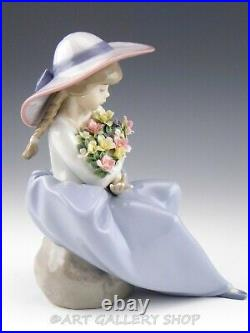 Lladro Figurine FRAGRANT BOUQUET GIRL WITH FLOWERS & HAT #5862 Retired Mint Box
