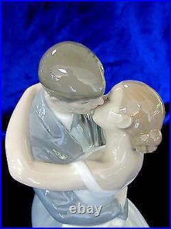 Nao By Lladro #1613 A Kiss Forever Bnib Love Bride & Groom Bridal Cake Topper Fs