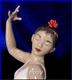 Nao By Lladro Spanish Art (white-red) #1884 Brand Nib Dancer Flower Save$$ F/sh