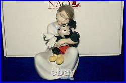 New Nao By Lladro #1641 I Love You, Mickey Brand Nib Girl Disney Cute Save$ F/sh