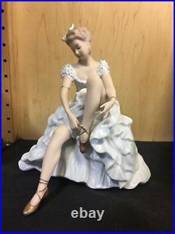 New Vintage Wallendorf Seated Ballerina Lacing Shoe Figurine 1318-2 Germany