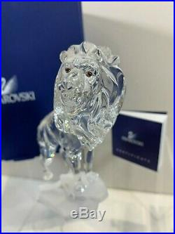 Swarovski Crystal Mint Figurine Lion On A Rock 7610 000 004 / 269377 MIB WCOA